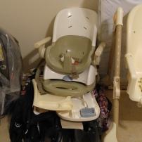 Sillas de comer, asientos de bebé para autos, corralitos y colchones, puedes venderlos a una guardería.