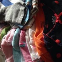 Ropa usada de bebé puedes venderla a tiendas de bebé de segunda mano.